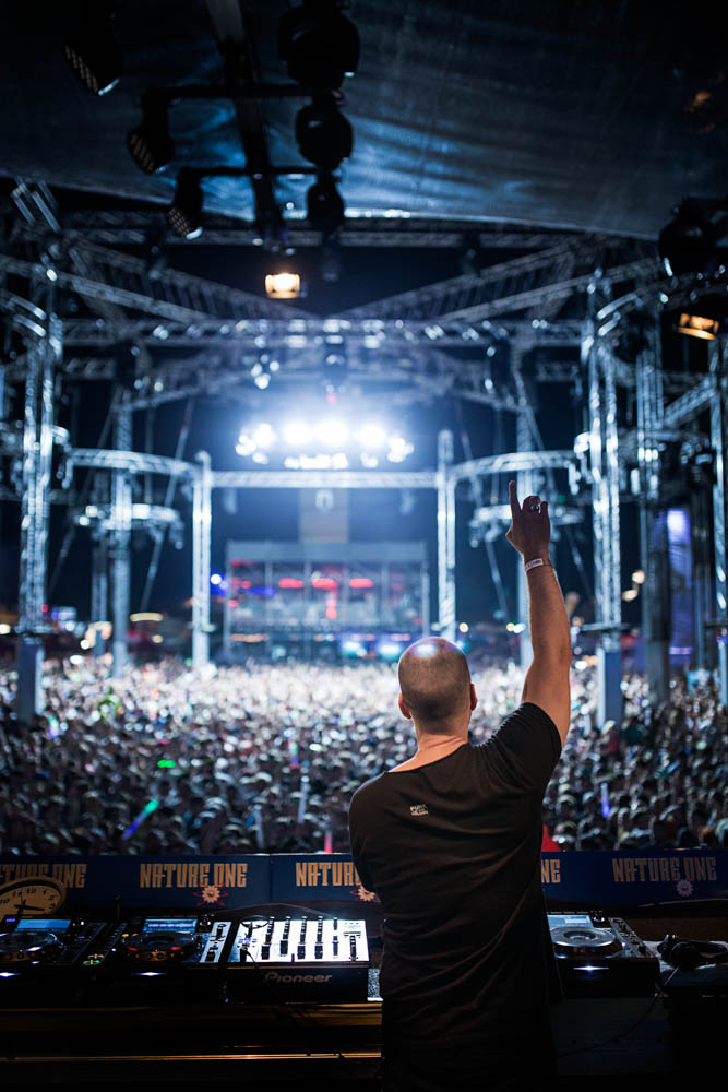 Commercial Advertisement Ad Photoshop Photography Music Concert Festival Tour Backstage Stage - by Julian Erksmeyer EDM Electronic Dance House Moguai