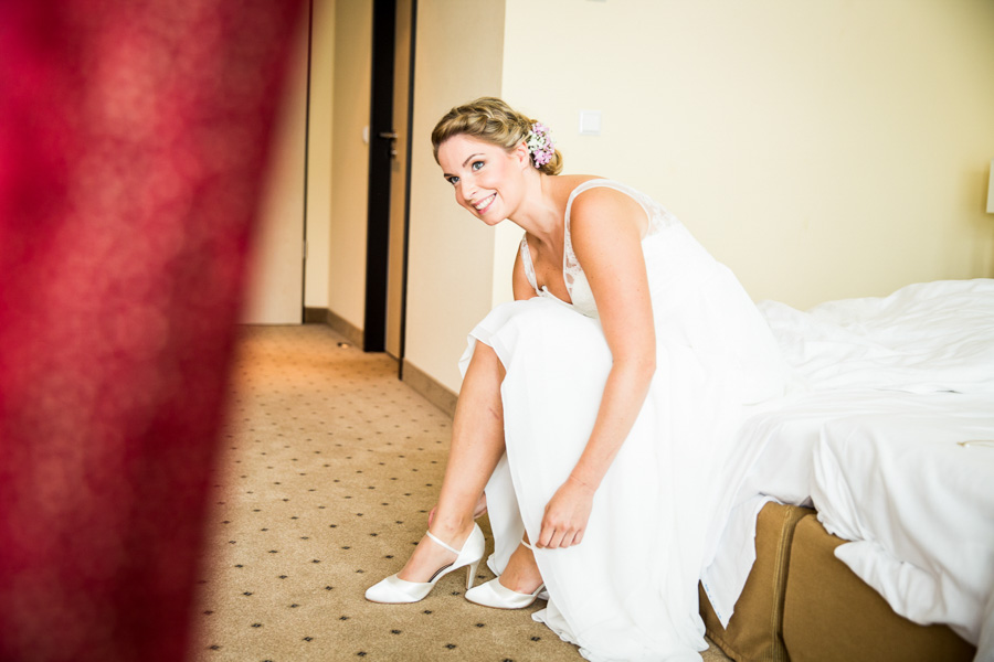 Wedding Portrait Documentary Love - Liebe Hochzeit Dokumentation Reportage - by Julian Erksmeyer shoes wardrobe dress bride