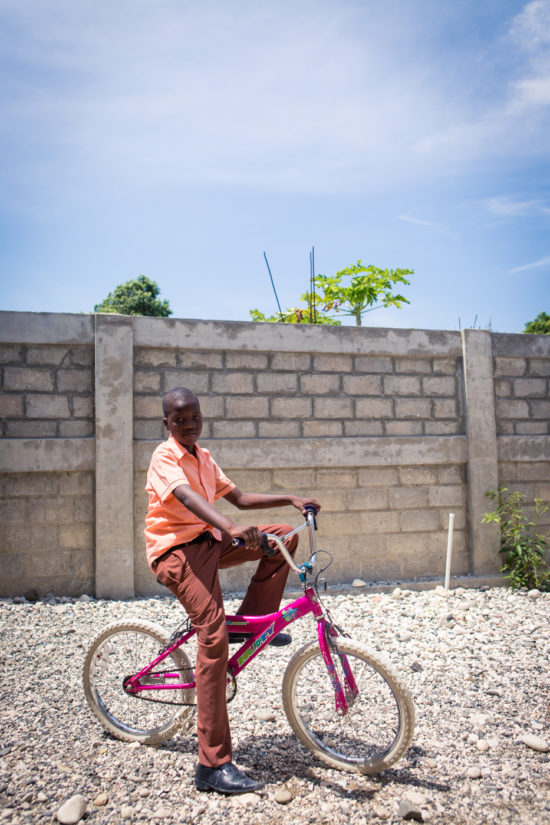 Commercial Photoshop Photography Documentary Documentaries Dokumentation Reportage Fotografie Journalism Journalismus - by Julian Erksmeyer Haiti Port-au-Prince poor humanitarian help