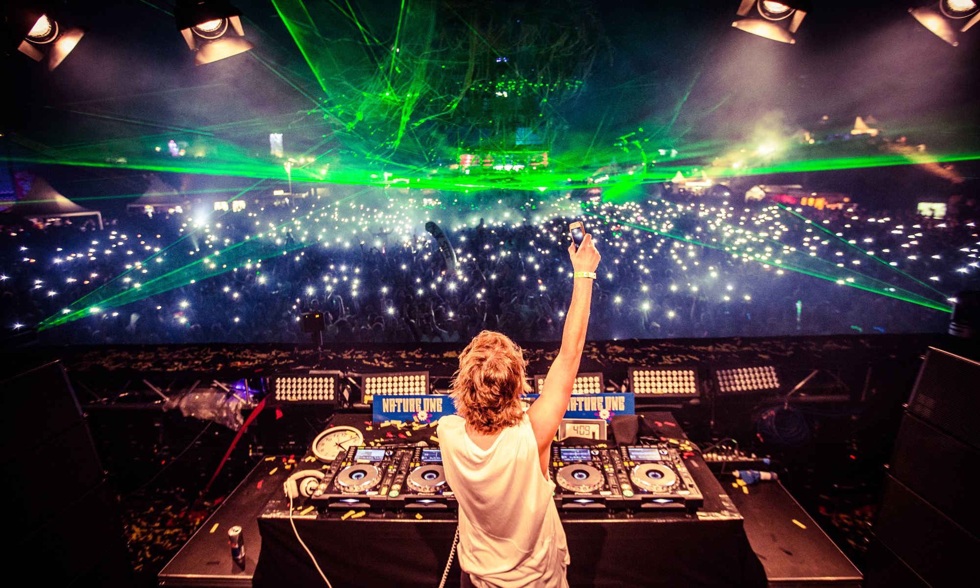 Commercial Advertisement Ad Photoshop Photography Music Concert Festival Tour Backstage Stage - by Julian Erksmeyer 2015 Danny Avila Tourlife Tour